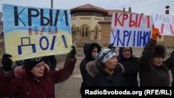 İşğalge qarşı qadın-qızlar aktsiyası Aqmescitte, 2014 senesi, mart 8