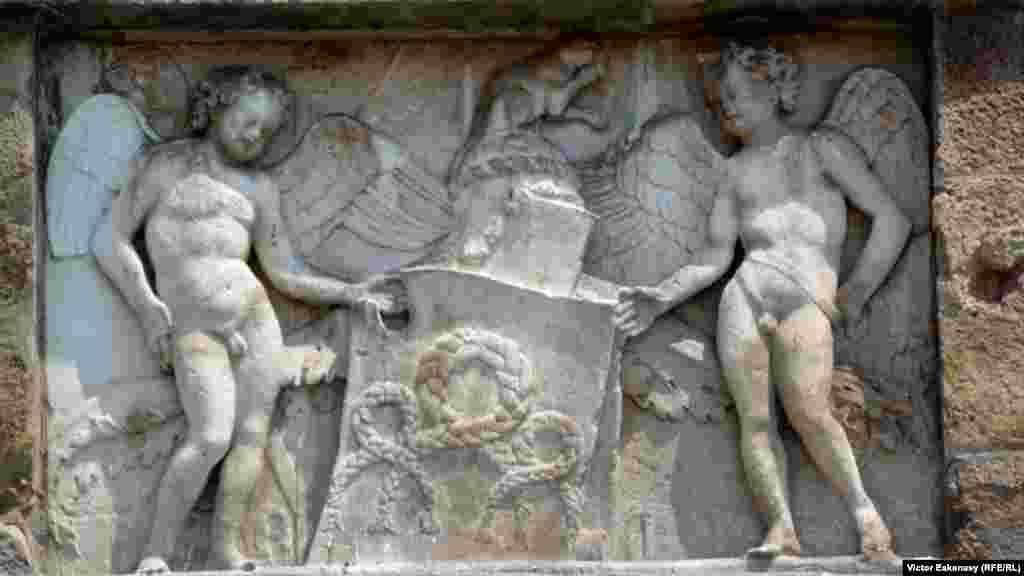 Sculptură pe soclul statuii lui Gatamelata, Padova.