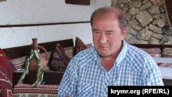 Bağçasaray rayon devlet memuriyetiniñ sabıq yolbaşçısı, Qırımtatar Milliy Meclisiniñ azası İlmi Ümerov