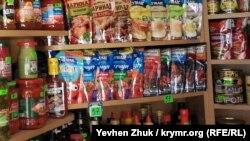 Кетчупы и соусы «Чумак» и «Торчин» в одном из севастопольских ларьков