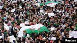 Президент Әбделазиз Бутефликаның сайлауға қайта түсуіне қарсы жастардың наразылығы. 5 наурыз 2019 жыл.