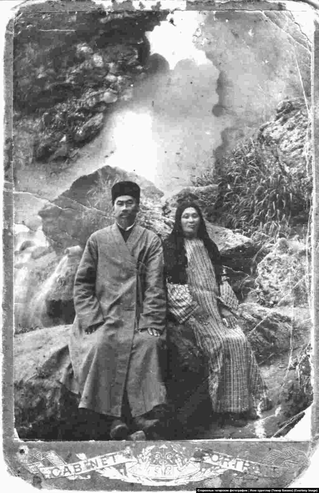 Некоторые подписчики присылают фотографии с полными историями своей семьи, а кто-то даже не уверен, как зовут людей на фото На фото – Гали и Фатима Абдуллаевы, родственники Темира Бакаева. Фото без даты