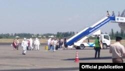 «Москва-Ош» рейси менен келген кыргызстандыктар. 13-июнь, 2020-жыл.