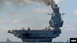 """""""Адмирал Кузнецов"""" очкыч корабының Сүриягә барганда кара төтен җибәргән чагы"""