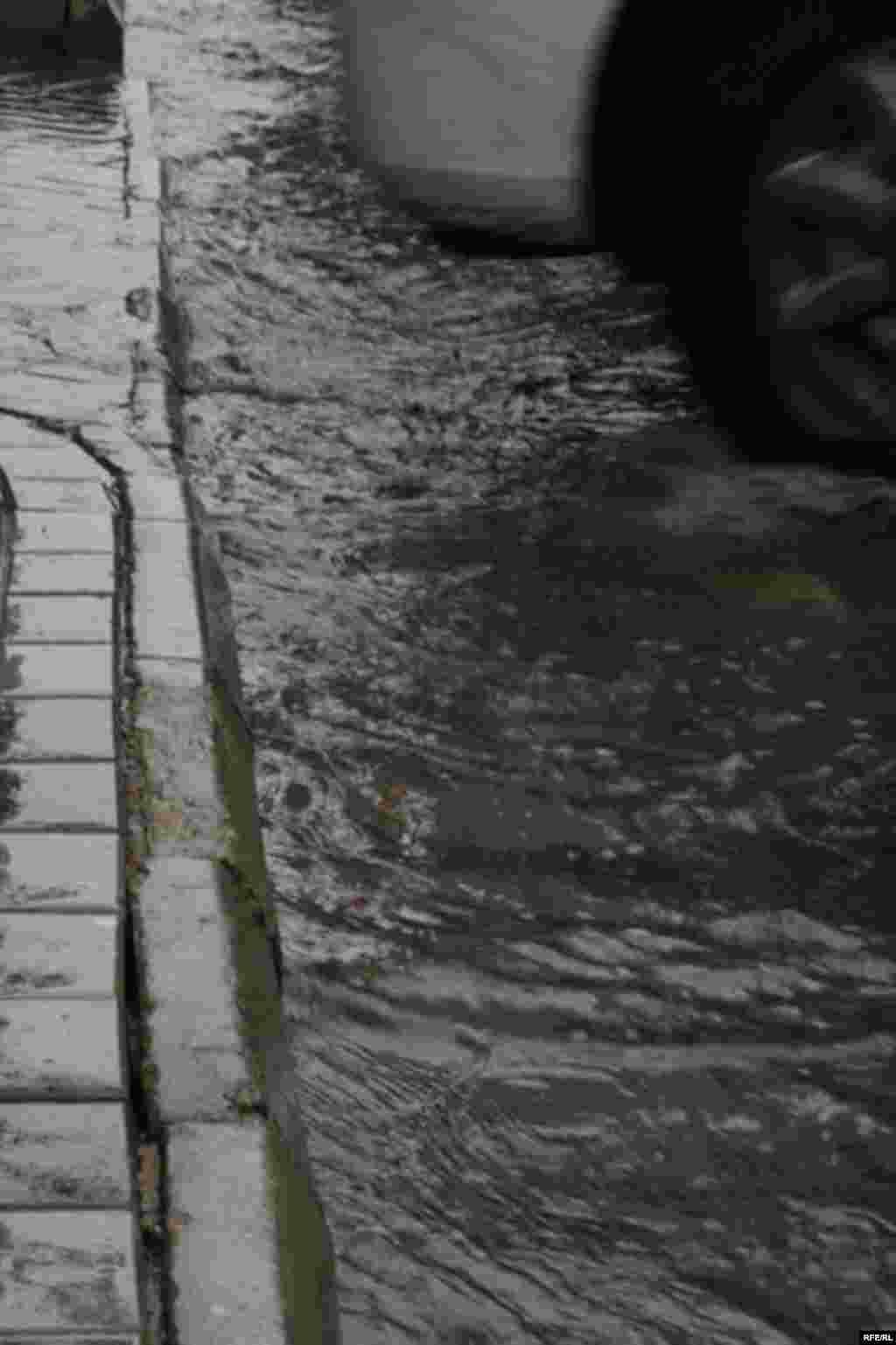 Yağma, yağış, Bakı gözləmir səni... #4