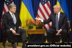 Former businessman to former businessman: Then-Ukrainian President Petro Poroshenko (left) meets U.S. President Donald Trump in September 2017.