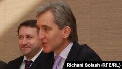 Молдова сыртқы істер министрі Юрий Лянкэ АҚШ-тағы Холокост мұражайының өкілдерімен кездесуде. Вашингтон, 19 наурыз 2012 жыл.