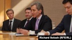 Delegația moldovenească la Washington, la ceremonia de predare a copiilor documentelor Muzeului Holocaustului
