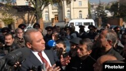 Armenia -- Karen Karapetian, the chief of the presidential staff, talks to chemical workers demanding the payment of back wages, 12Nov2010.