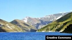 Горное озеро Кезеной на границе Чечни и Дагестана, самое большое на Северном Кавказе