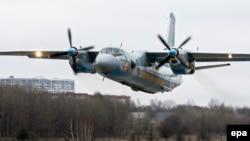 Avion Antonov de tip An-26, imagine de arhivă