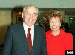Mikhail Gorbachev arvadı Raisa ilə, 1989