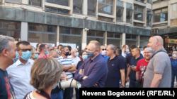 Predsednik Stranke slobode i pravde Dragan Đilas sa drugim liderima opozicije na protestu ispred Filozofskog fakulteta u Beogradu, 8. jul