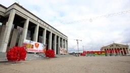 Октябрьская площадь с бигбордами к 100-летию ВЛКСМ