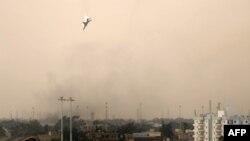 Бенғозини бомбардимон қилган ҳукумат учқичи ерга қулаётган пайт, 19 март 2011 йил