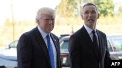 Дональд Трамп и Йенс Столтенберг на встрече НАТО в Брюсселе.