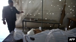 یک قربانی هشت ساله حملات هوایی در سوریه؛ پدر و برادر این کودک نیز کشته شدهاند.