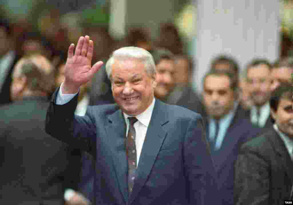 Russian President Boris Yeltsin entering the summit hall in Minsk on December 30, 1991 (TASS) - Although Russian President Boris Yeltsin was pleased with the creation of the CIS and the relatively quiet demise of the Soviet government, he soon found the centrifugal forces of the process difficult to contain. Certain regions of the Russian Federation -- most notably Tatarstan and Chechnya -- began actively asserting their own autonomy or independence claims.