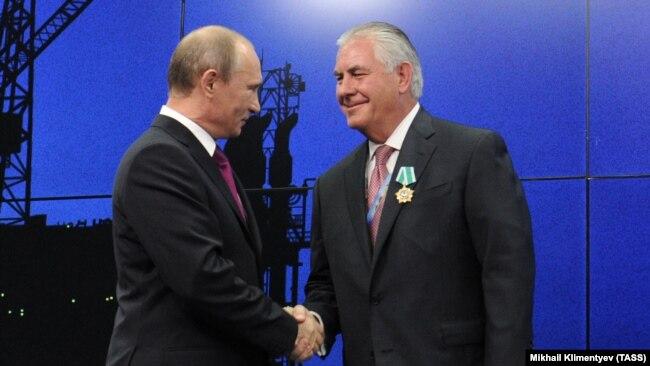 Putin dodijelio orden Tillersonu, Sankt Peterburg, 2013.