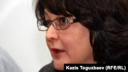 """Елена Малыгина, юрист прессозащитной организации """"Адил соз"""". Алматы, 19 ноября 2012 года."""
