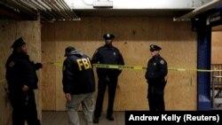 Агенты ФБР на месте взрыва в Нью-Йорке 11 декабря.