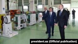 İ.Əliyev zavodun açılışında