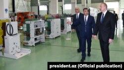 İ.Əliyev Bakıda yüksəkgərginlikli avadanlıqlar zavodunun açılışında