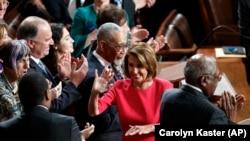 Нэнси Пелоси в первые минуты после избрания спикером палаты представителей.Вашингтон, 3 января 2018 года.