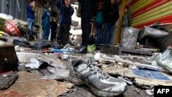 На месте взрыва на рынке в Багдаде, 31 декабря 2016 года