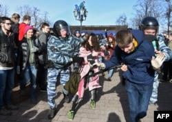 Задержание участников акции протеста в Москве 26 марта 2017