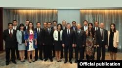 Президент Узбекистана Шавкат Мирзияев на встрече с узбекистанцами, проживающими в США, 20 сентября 2017 года. Фото информагентства УзА.