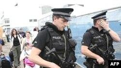 پلیس بریتانیا هفت نفر مظنون را در ارتباط با حمله انتحاری در گلاسکو و خودروهای بمب گذاری شده در لندن دستگیر کرده است.