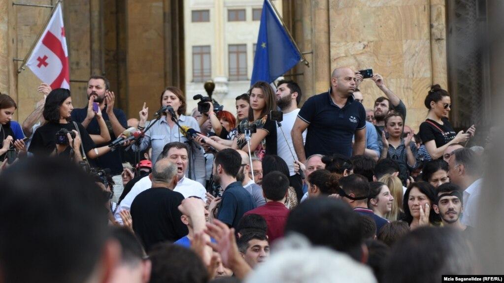 У парламента Грузии возобновились протестные акции