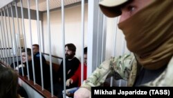 Пленените украински моряци са изправени пред съда в Москва.