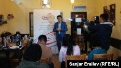 Чоробек Сааданбек кыргыз википедиясы тууралуу маалымат берүүдө.