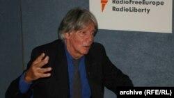 În studioul Europei Libere de la Praga, 10 octombrie 2005