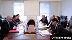 Встреча Эндрю Гилмор с замглавой МИД Таджикистана Исматулло Насриддином