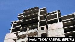 В столице сегодня заброшенные и недостроенные здания не редкость