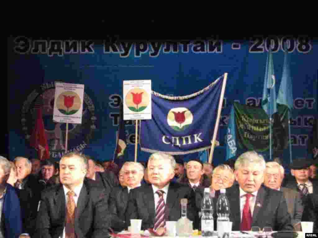 30-ноябрда Бишкекте бириккен оппозициялык күчтөр элдик курултай өткөзүштү. - Kyrgyzstan -- The Grand Congress Organized by The Leading Opposition Blocs and Parties, 30nov2008