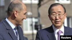 Slovenian Prime Minister Janez Jansa (left) speaks with UN Secretary General Ban Ki-moon upon his arrival in Ljubljana.