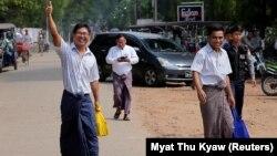 Gazetarët Wa Lone dhe Kyaw Soe Oo pas lirimit nga burgu në Mianmar.