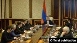 Armenia - President Serzh Sarkissian meets members of a presidential commission on constitutional reform, Yerevan, 13 March 2015.