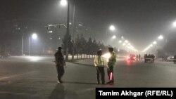 نیروهای امنیی و پلیس در نزدیکی هتل