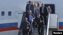 Russian Foreign Minister Sergei Lavrov (front) disembarks at Kabul International Airport to attend the Kabul conference on July 20.