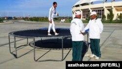 Türkmenistan ozalky Sowet döwletleriniň arasynda olimpiýa medaly bolmadyk ýeke-täk ýurtdyr. Arhiwden alnan illýustrasiýa suraty.