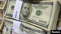 Йил бошидан бери валюта операцияларига оид лицензияси олиб қўйилган банкларда юз миллионлаб АҚШ доллари миқдоридаги фирибгарликлар содир этилгани айтилмоқда.