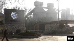 Цементарница УСЈЕ лоцирана во главниот град Скопје користи увезени алтернативни горива од отпад кои ги согорува во процесот на производство на цемент.