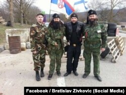 Братислав Живкович с сербскими добровольцами предположительно на КПП в Крыму