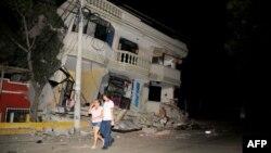 Разрушения после мощного землетрясения в Эквадоре. Гуаякиль, 16 апреля 2016 года.