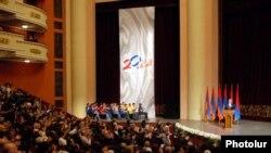 Անկախության 20-ամյակին նվիրված ընդունելությունը Ալեքսանդր Սպենդիարյանի անվան օպերայի եւ բալետի ազգային ակադեմիական թատրոնում, Երեւան, 16-ը սեպտեմբերի, 2011թ.